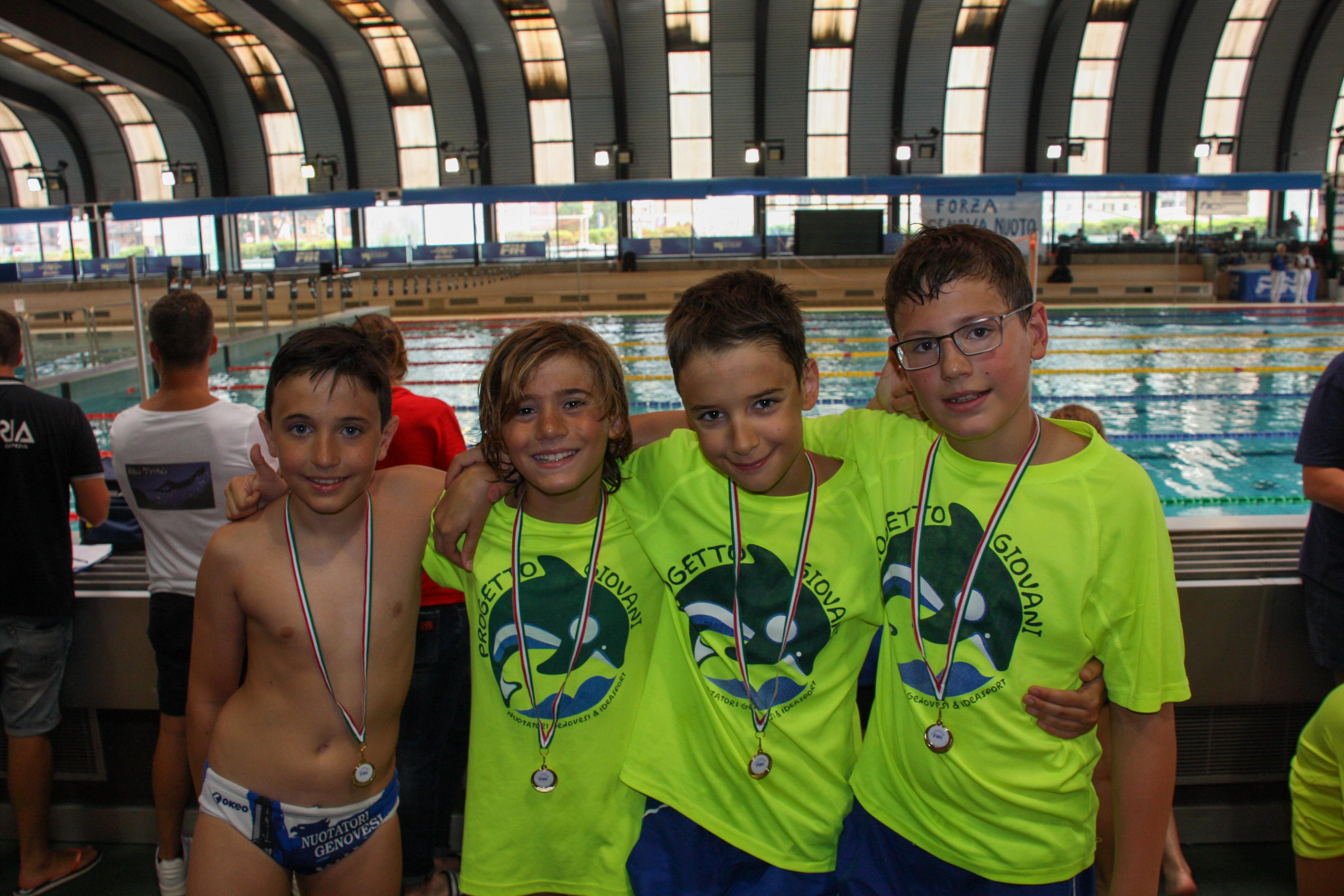 Paolo, Thomas, Daniele e Alessandro con la medaglia al collo